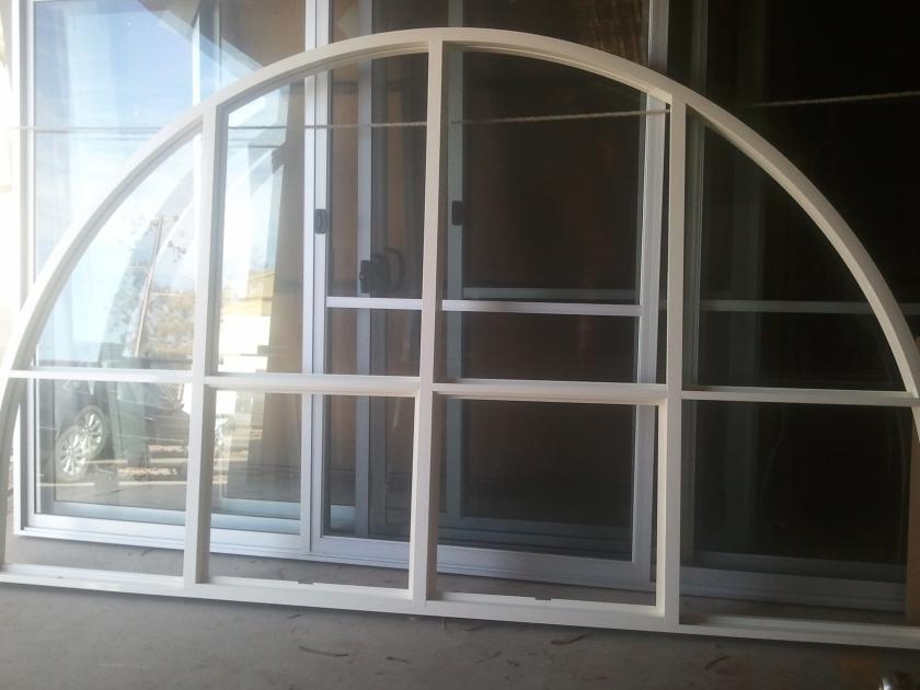 Arched aluminium window