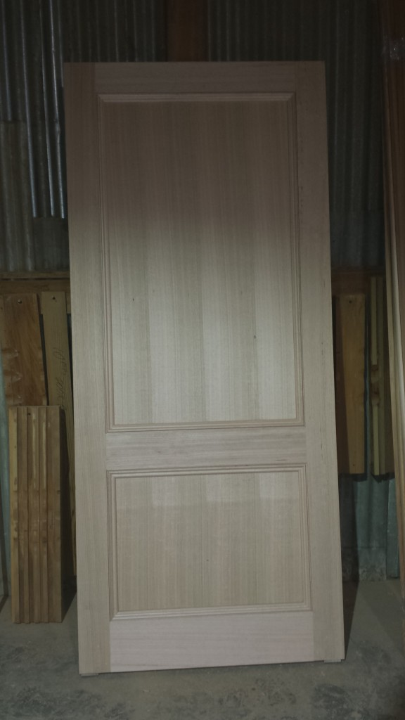 Solid door in oak.