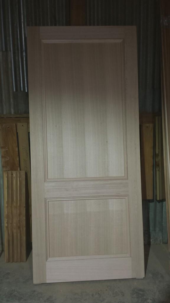 Solid door in oak.