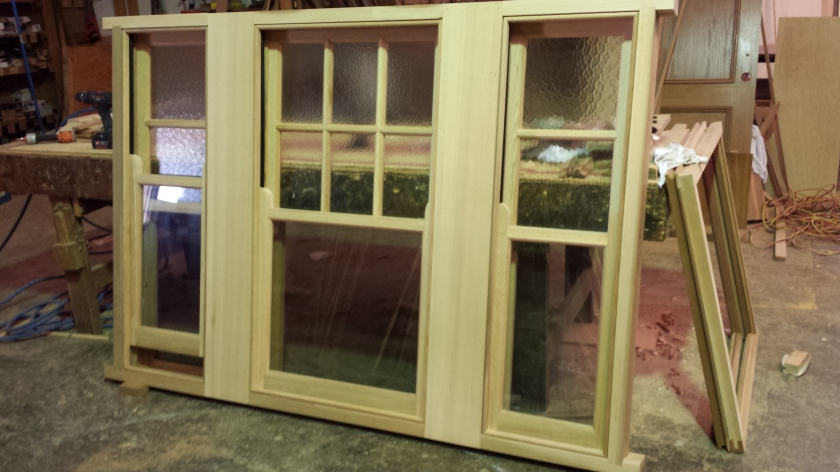 WRC lift up window with clear glass on bottom sashes, and cathedral glass on top.