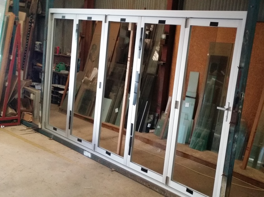 5 panel clear anodise bifold door.  Hawkesbury suite from ALSPEC.